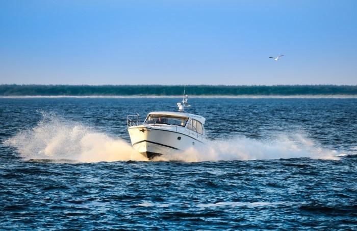 tipologia di barca a motore durante la navigazione