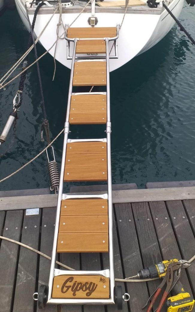 plancetta di poppa con scaletta e passerella barca